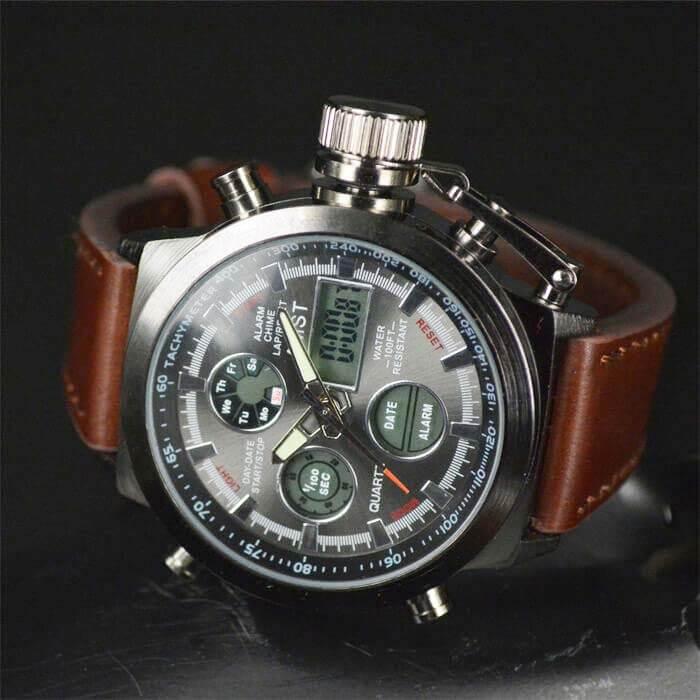 Мужские наручные часы Amst на черном фоне