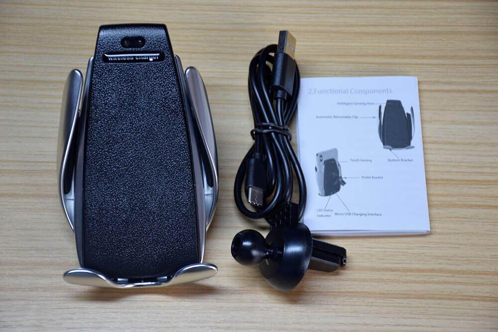 Держатель Smart Sensor Wireless Charger, USB-кабель, инструкция, крепление - лежат на деревянном столе