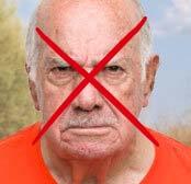 Пожилой мужчина с серьезным лицом