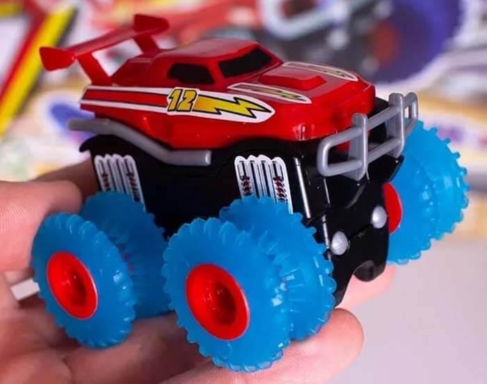 Машинка монстр-трак Trix Cars - красного цвета