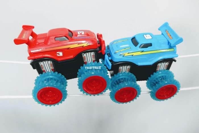 Машинки Trix Cars – красного и голубого цвета
