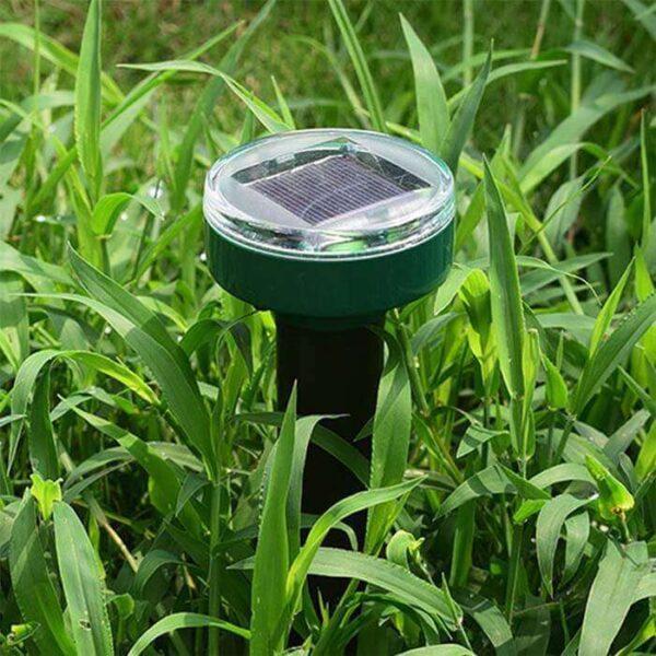 Гарден Про - установленный в траве